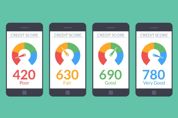 Iphones displaying different credit scores